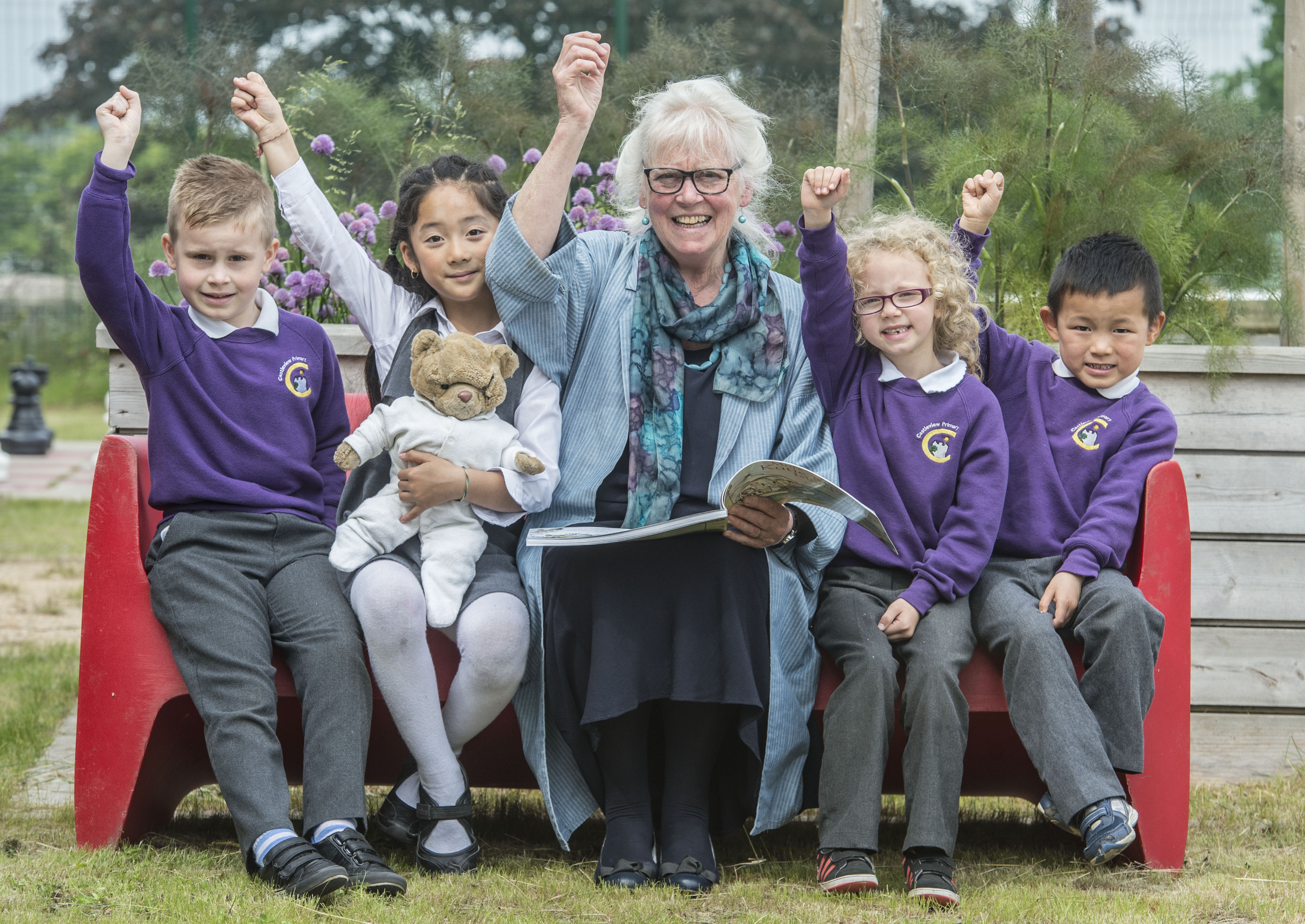 Mairi Hedderwick, author of Katie Morag Stories, reading to the children from one of her books to celebrate the launch of the Summer Reading Challenge. PIC PHIL WILKINSON